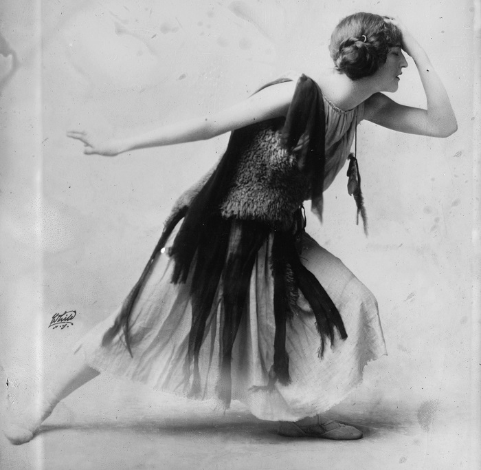 Violet_Romer_in_flapper_dress,_LC-DIG-ggbain-12393_crop